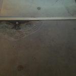 Bij te werken beschadigd bordes betontrap