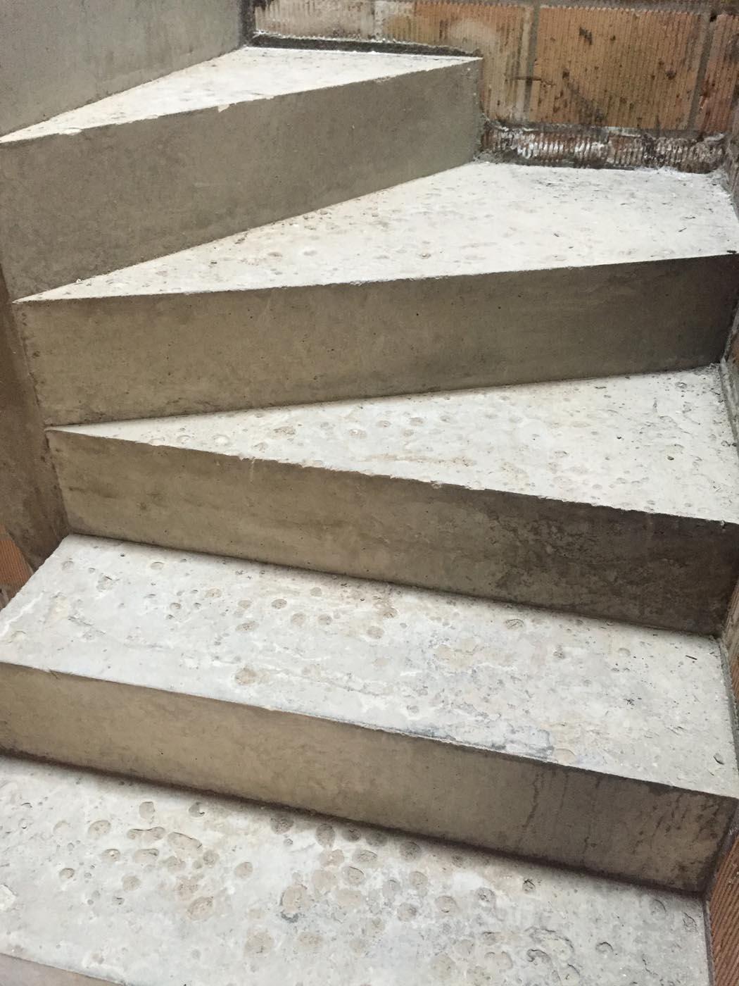 Bij te werken betontrap