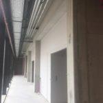 Wegwerken van vellingskanten en het volledig bijwerken van de betonstructuur - esthetische betonherstelling
