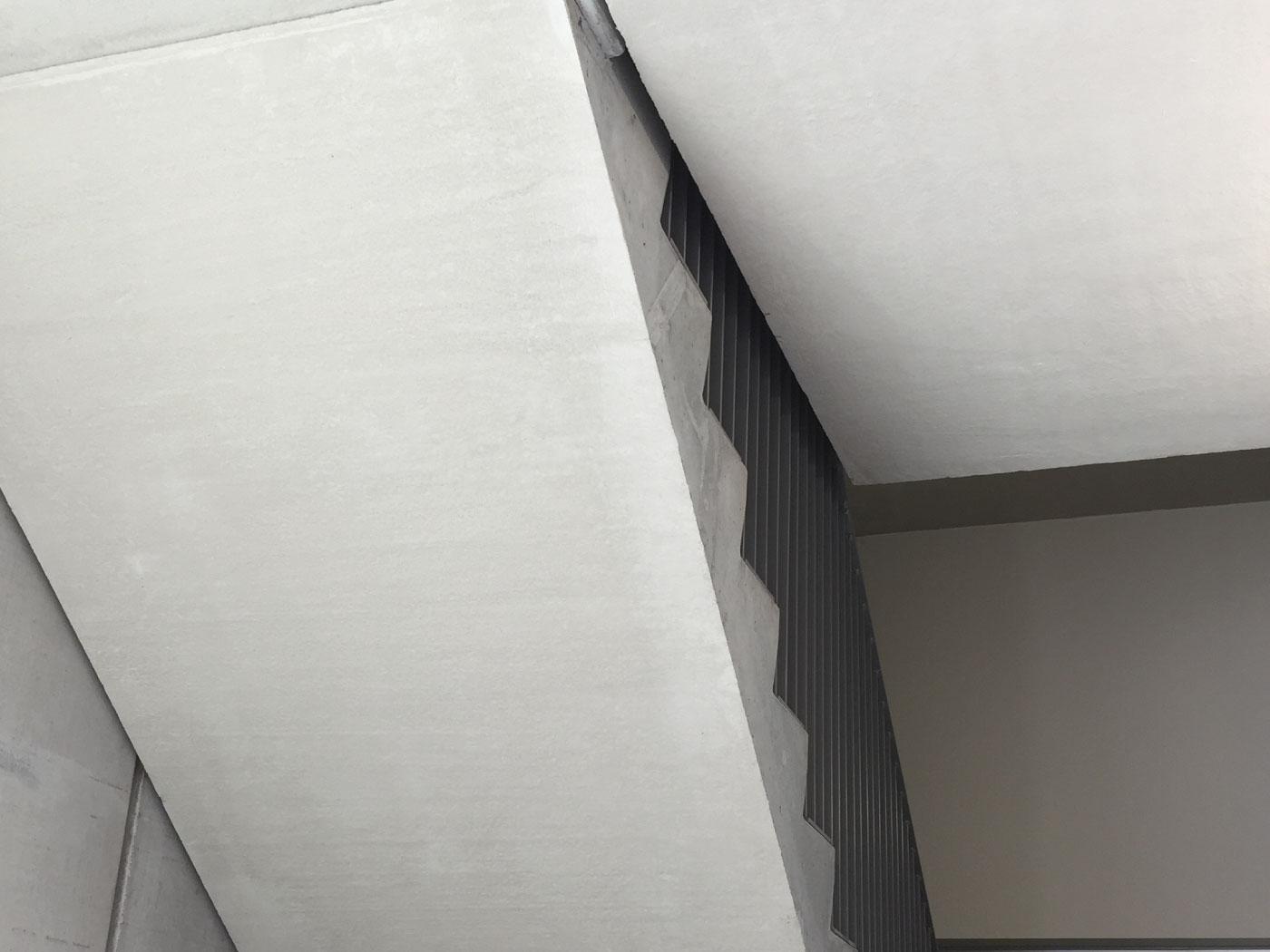 Bij te werken afgestreken zijdes prefab betontrap - esthetische betonherstelling