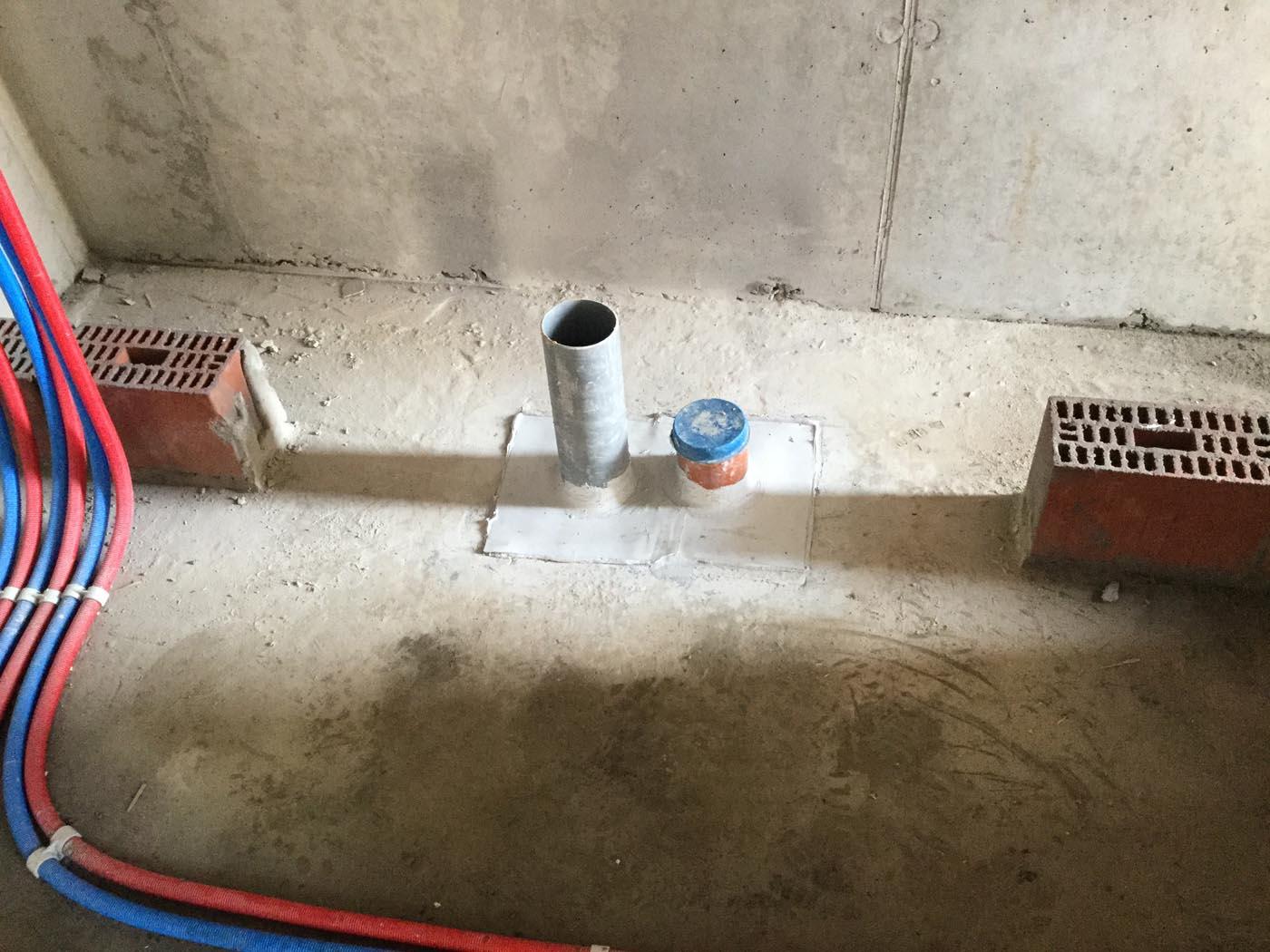 Waterdichting van doorvoeren in kelderplaat